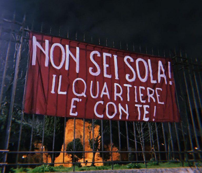 Lo striscione apparso a Villa Gordiani
