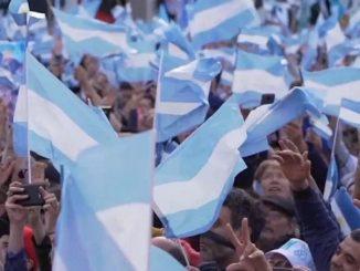 manifestazione in piazza in Argentina