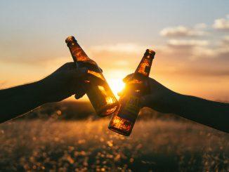 Multati per assembramento bevevano birra senza mascherina in 5