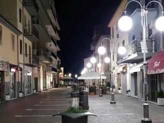 Una città italiana deserta per il coprifuoco