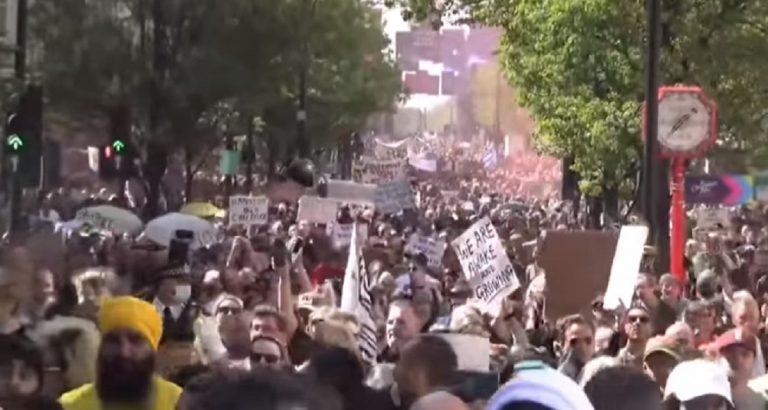 Un frame della marcia