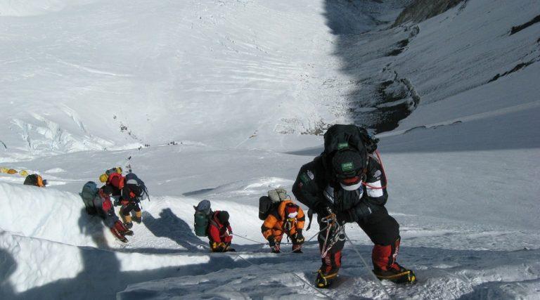 Everest, contagiato da Covid sulla vetta più alta del monddo