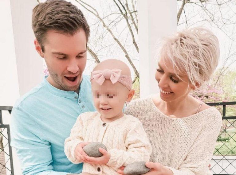 La star di TikTok Eliza sospende le cure contro il cancro