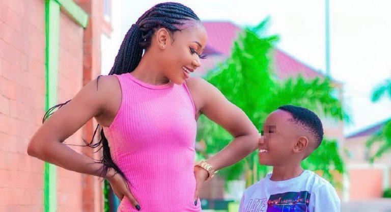 Ghana, attrice posa nuda con il figlio di 7 anni e viene arrestata