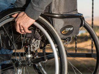 A seguito di un incidente ha rischiato di restare a vita su una sedia a rotelle