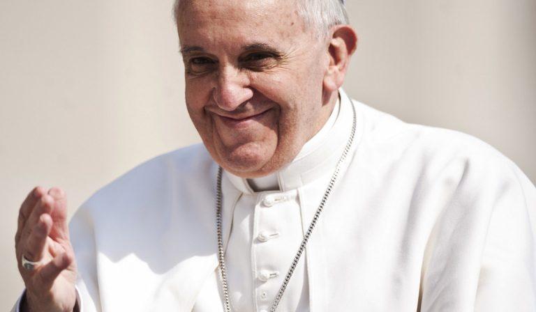Papa Francesco dichiara vietati i regali costosi tra dipendenti in Vaticano