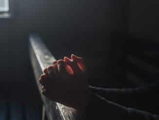 parroco accusato di induzione alla prostituzione