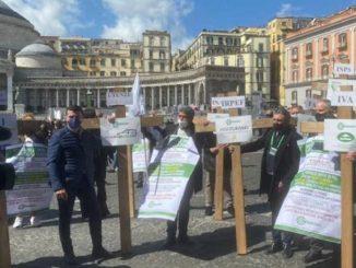 Napoli protesta commercianti