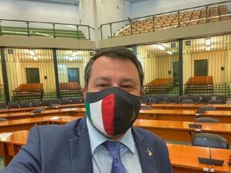 Matteo Salvini in aula a Palermo dopo il rinvio a giudizio