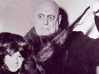 "Felix Silla in una foto con ""Zio Fester"", l'attore Jackie Coogan"