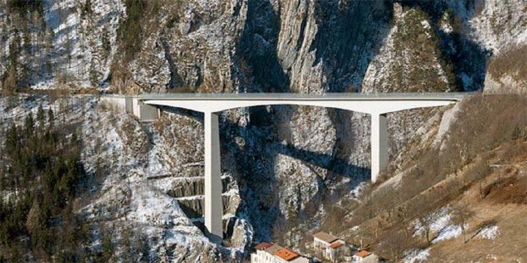 Suicidio a Vicenza: dice addio ai genitori e poi si getta dal ponte