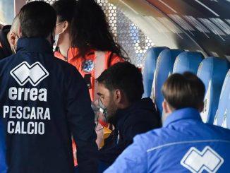 Pescara, durante la partita sviene tecnico