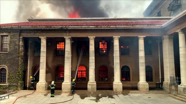 In sudafrica incendio provocat da vagabondo