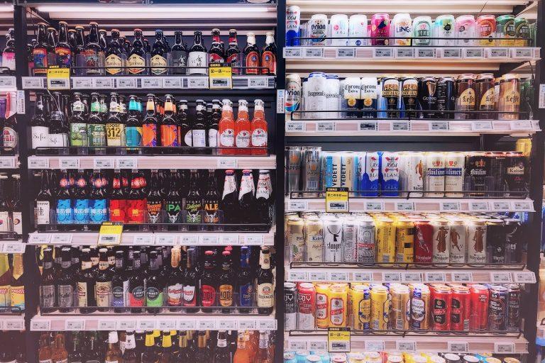 Leoluca Orlando proroga il divieto di vendita di alcolici dopo le ore 18