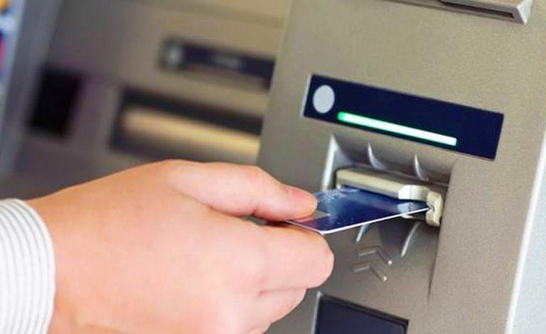 """Bancomat """"impazzito"""" a Desenzano: 33enne trova mille euro, li restituisce alla proprietaria"""