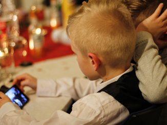 La Pdl: vietato cellulare agli under 12