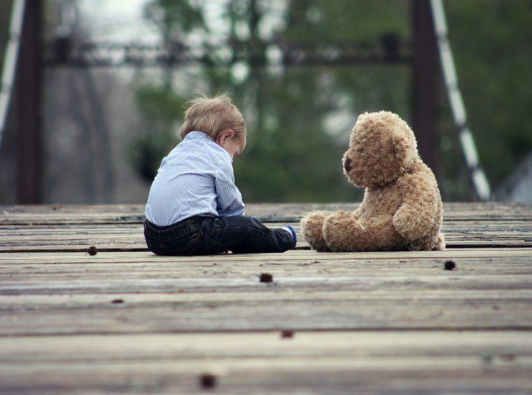 Il Covid ha negato la socialità ai bambini. Quali sono gli strumenti utili per riconquistare il diritto a crescere?
