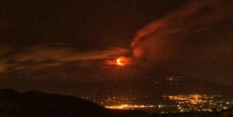 Eruzione dell'Etna, nube alta sette chilometri: aeroporto di Catania resta in funzione
