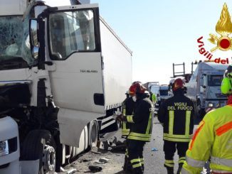 Incidente tre camion a13