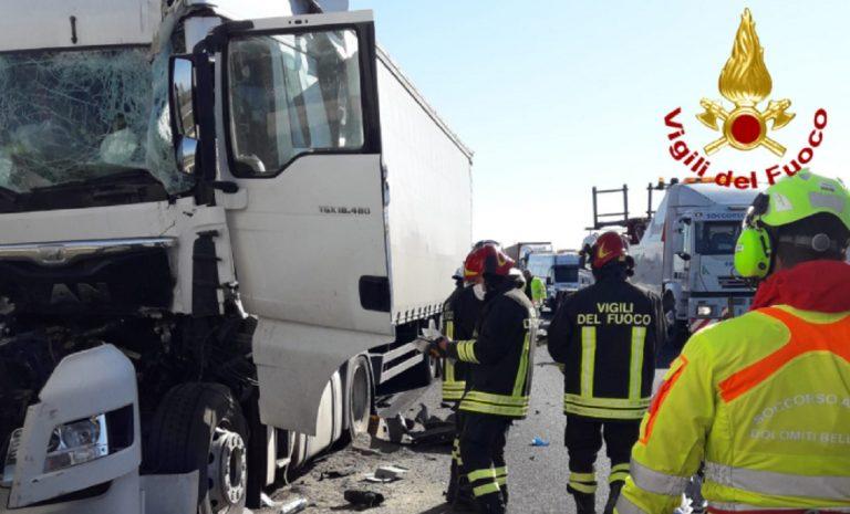 Incidente tre camion a13
