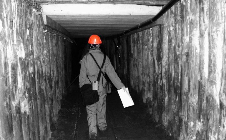 Cina: 21 minatori intrappolati in una miniera