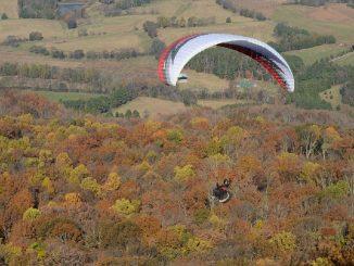 Pilota cade con deltaplano a Treviso e perde la vita