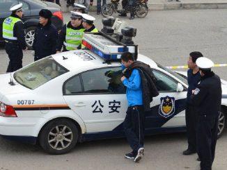 La polizia cinese sta effettuando i rilievi sul luogo del drammatico incidente