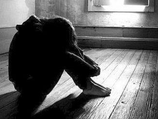 Abusi su figlia minorenne