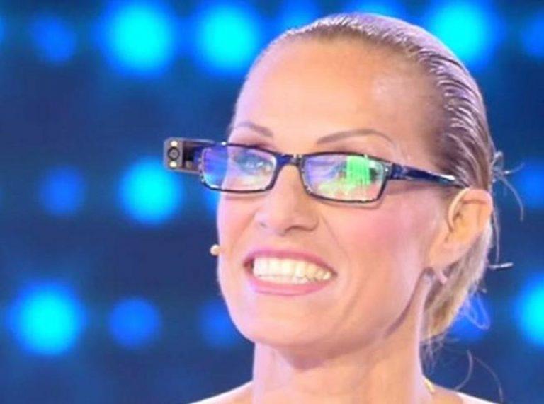 """La Minetti e gli occhiali: 2Torno ad essere autonoma"""""""