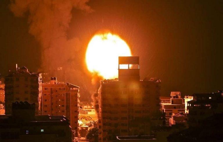 L'esplosione che ha distrutto la clinica al-Rimal