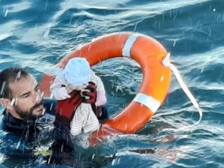 Foto di neonato salvato in mare è fotomontaggio?