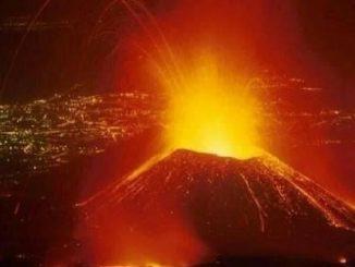 Il Nyragongo nel pieno dell'eruzione