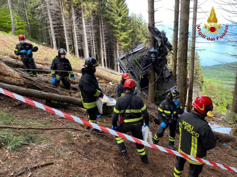 Piemonte, incidente funivia Stresa-Mottarone: cade cabina, bimbo si salva per miracolo