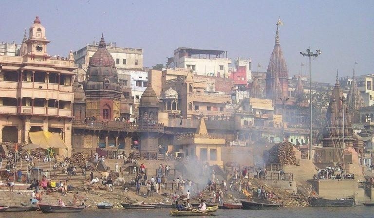 India corpi fiume Gange