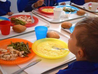 Chiudono le mense scolastiche di Monterotondo: oggetti metallici nel cibo dei bambini