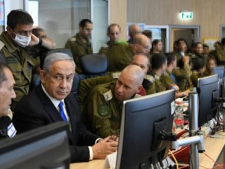 """Bibi"" Netanyahu con i suoi generali"