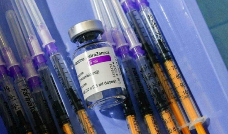 Studentessa vaccinata con più dosi