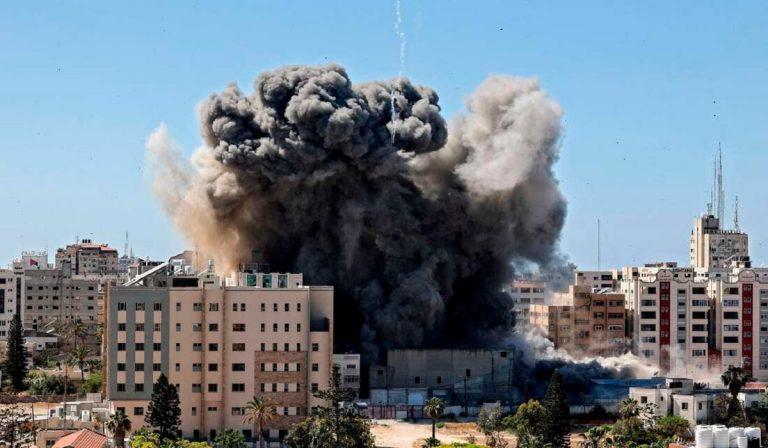 bombardamenti gaza, colpito il grattacielo di al-jala