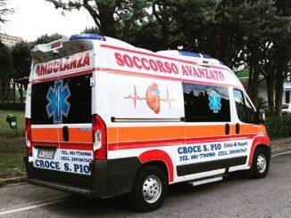 Ambulanza di Croce San Pio investe poliziotto
