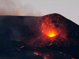 Nuova eruzione Etna: lava e cenere dal cratere sud-est