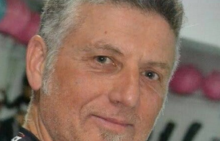 Perde il controllo dell'auto e finisce contro il guard rail: morto un uomo sulla Tuscolana