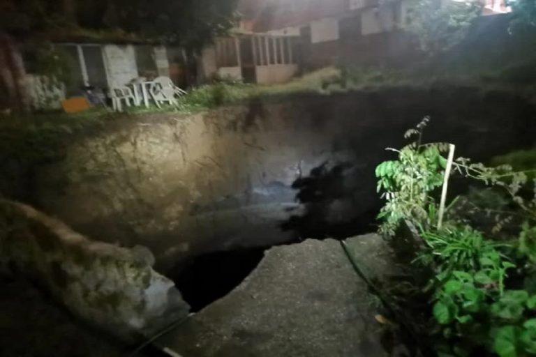 Napoli, maxi voragine nel rione Sanità: non si registrano feriti