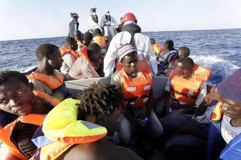 Lampedusa: naufragio barcone migranti
