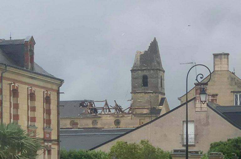 Il campanile distrutto