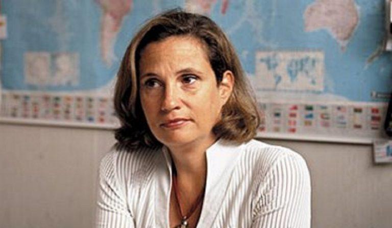 """Ilaria Capua: """"Mascherine e distanziamento per ancora due mesi"""""""
