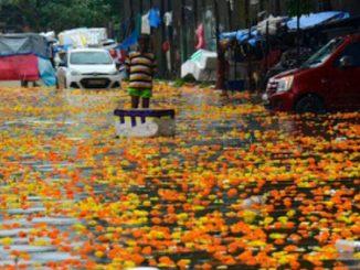 India crolla edificio piogge