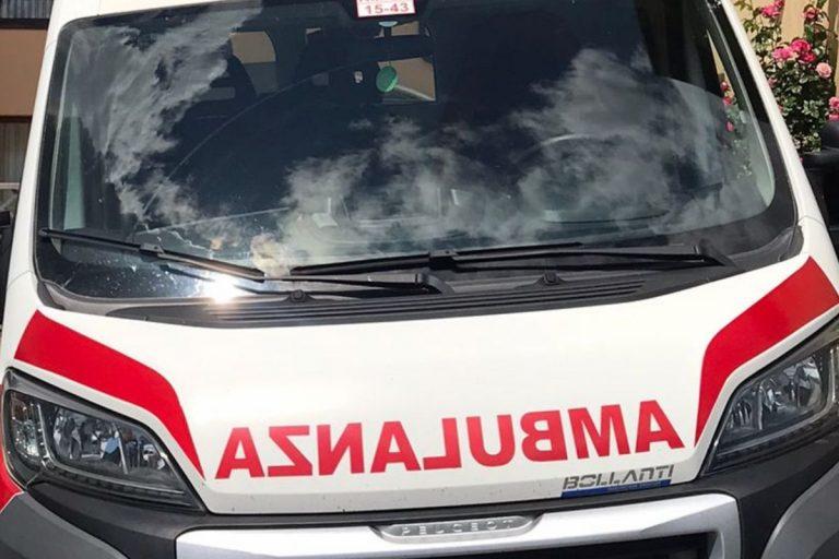 Ladro deruba automobilista, poi viene colpito da un infarto: salvato dalla sua vittima