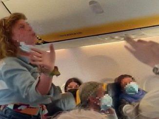 Passeggera senza mascherina sul volo Ryanair chiede i danni per il video