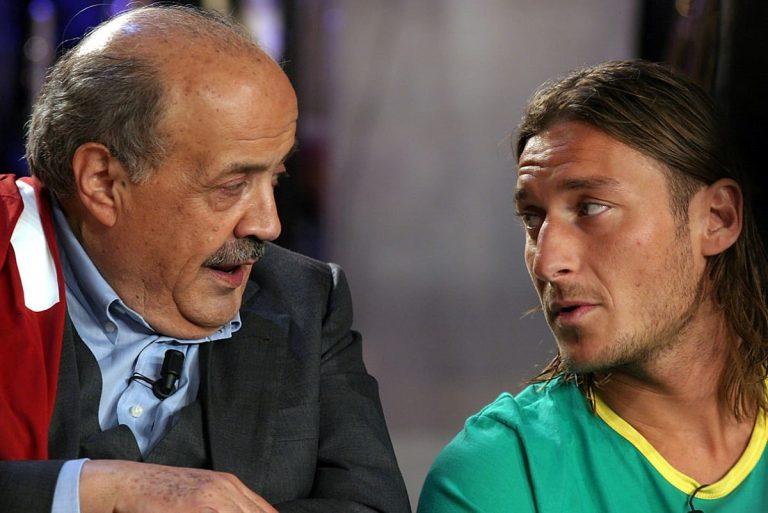 Maurizio Costanzo con Francesco Totti qualche anno fa