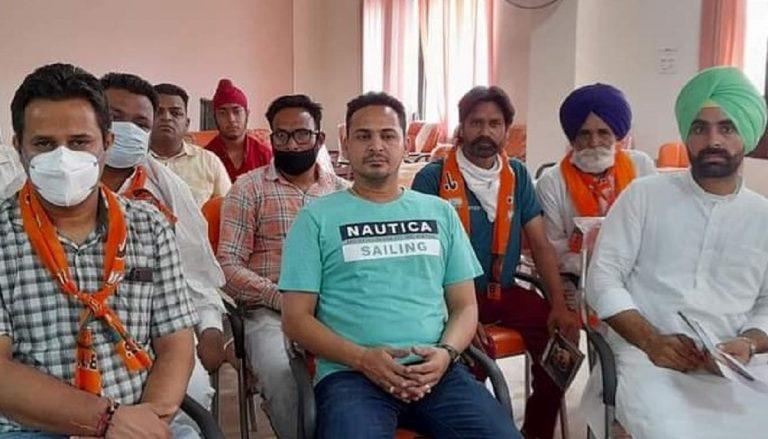 Cittadini Punjabi ad una riunione politica del BJP
